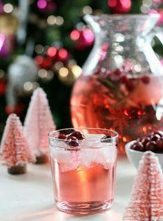 Esta noche disfruta de un #CocktailDeArándanos e impresiona a tus invitados con esta sencilla receta. #Coctél #Receta #Bebidas #Cocktail