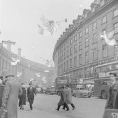 Angels and trumpets: the Regent Street Christmas lights in 1960 - London Evening Standard