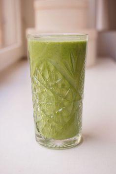 vihersmoothie-2 Healthy Smoothies, Smoothie Recipes, Food N, Food And Drink, Vegan Recipes, Cooking Recipes, Vegan Food, Healthy Vegetables, Greens Recipe