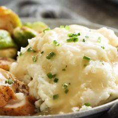 Instant Pot Mashed Potatoes - - These Instant Pot Mashed Potatoes are so, so good! They are so creamy, so fluffy, and laced with garlic herb flavor. From start to finish in 30 minutes, all in one pot! Basic Mashed Potatoes, Mashed Potato Recipes, Cheesy Potatoes, Baked Potatoes, Instant Pot Pressure Cooker, Pressure Cooker Recipes, Vegetarian Recipes, Cooking Recipes, Gastronomia