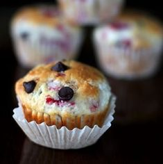 Chocolate Raspberry Muffins, a decadent taste of summer in the middle of wintertime. Oatmeal Raisin Muffins, Banana Chocolate Chip Muffins, Raspberry Cupcakes, Raspberry Muffins, Muffin Recipes, Baking Recipes, Brunch Recipes, Healthy Recipes, Breakfast Snacks