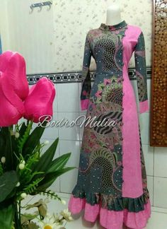 Indian Gowns Dresses, African Fashion Dresses, Muslim Fashion, Hijab Fashion, Dress Batik Kombinasi, Batik Muslim, Mode Batik, Stylish Dresses For Girls, Style Africain