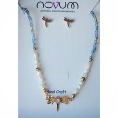 "Libélula  Pongamos ""alas"" a nuestra historia... Con #perlas de agua 💦 y #microcristales.  PP $45.000  #friendship #regalosamoryamistad #jewelry #jewelrydesign  #joyasbogota #joyascolombia"