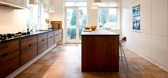 Snedker-køkken-Model-Hoelgaard-i-valnød-1-slider