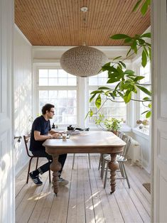 Anna Truelsen interior stylist: Reportage in vakre hjem & Interior No. Old House Decorating, Sunroom Decorating, Home Interior, Interior Styling, Interior Design, My Living Room, Living Spaces, Small Sunroom, Scandinavian Cottage