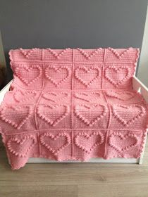Angels handmade with love: Bobble heart blanket + vertaald patroon ! A translation app is necessary, though we're still stuck with figuring out if a 'stick' means sc, dc, or something else entirely! Crochet Afghans, Crochet Squares, Crochet Granny, Crochet Blanket Patterns, Baby Blanket Crochet, Crochet Baby, Love Crochet, Diy Crochet, Crochet Crafts