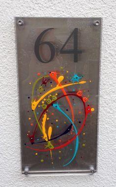 Photo d'une oeuvre de la catégorie Plaque à rue de Fabienne Brever