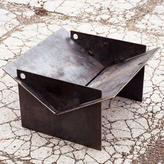 TECTON collapsible contemporary fire pit made in the uk. The fire pit you can take camping! Quickly assemble, locate the pegs and fire up the logs! Metal Fire Pit, Diy Fire Pit, Fire Pits, Garden Fire Pit, Fire Pit Backyard, Camping Fire Pit, Fire Pit Video, Fire Pit Materials, Fire Pit Ring