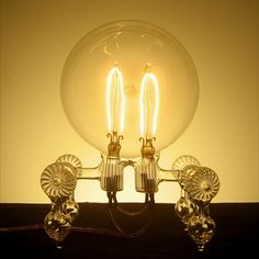 Sculptor Dylan Kehde Roelofs has created a range of functioning incandescent light-bulbs made of hand-blown glass.