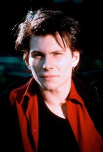 would look a lot like a young Christian Slater, with slightly messier hair, and shyer. Jason Dean Heathers, Veronica Heathers, Jd Heathers, Jd And Veronica, Heathers The Musical, Christian Slater Heathers, Young Christian Slater, Hot Actors, Actors & Actresses