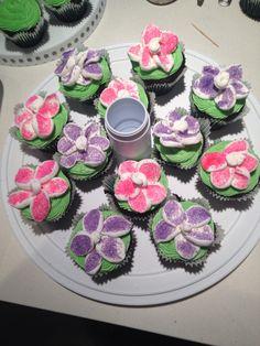 Flower cupcakes Flower Cupcakes, Desserts, Food, Tailgate Desserts, Deserts, Meals, Dessert, Yemek, Eten