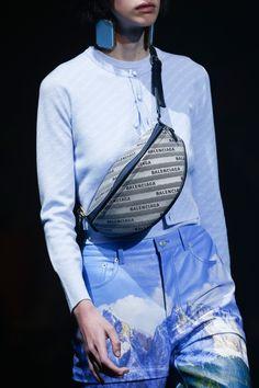 Balenciaga Spring 2018 Ready-to-Wear Fashion Show Details