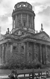 Ost Berlin Ruine Des Im Im Krieg Zerstorten Und Inzwischen Wiederaufgebauten Deutschen Doms Am Gendarmenmarkt Berlin Geschichte Ostberlin
