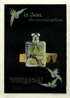 Green tropical birds on a black background highlight the exotic Le Jade Perfume by Roger & Gallet. Vintage Advertisements, Vintage Ads, Vintage Prints, Vintage Posters, Anuncio Perfume, Le Jade, Parfum Paris, Original Vintage, Beauty Ad