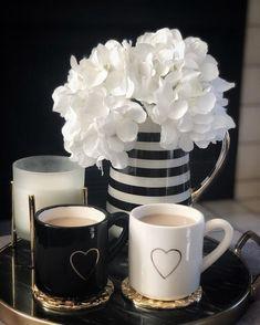 Coffee Heart, Coffee Love, Coffee Mugs, Good Morning Coffee, Good Morning Wishes, Coffee Illustration, Coffee Club, Rose Wallpaper, Morning Greeting