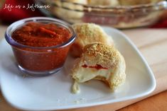 Stuffed Pizza Rolls I used 2 tubes of Texas size biscuits (instead of pizza dough), pepperoni & 8 oz mozzarella to make 20 pizza balls- they were very yummy!!