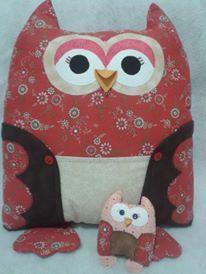 Almofada Mãe Coruja com filhote Porta Controle Remoto com 3 bolsos