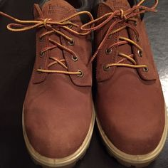 . Timberlands Low Cut Size 9 GUC . . Timberlands Low Cut MENS Size 9 GUC . Small faint scuff on left front, probably could use a good cleaning due to have been in closet!! Worn gently and very well taken care of!! Timberland Shoes Winter & Rain Boots