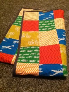 Transportation quilt for baby boys room. With Echino Nico fabric.