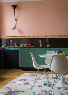 pink + teal colorblocked kitchen.