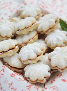 Fursecuri pentru Craciun - Desert De Casa - Maria Popa Baby Food Recipes, Cake Recipes, Dessert Recipes, Cake Hacks, Romanian Food, Sweet Pastries, Home Food, Food Cakes, Biscuit Recipe