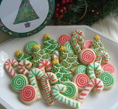 ✝☮✿★ Christmas COOKIES ✝☯★☮   These are cute.  I like the round ones.  And the candy canes.