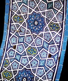 The decorated arch in the Sultan's Loge at the Green Mosque, Bursa, Turkey (links to an article on tiles / maths / tessellation)