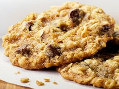 Bravo star Bethenny Frankel shares her Banana Oatmeal Chocolate Chip Cookie recipe. #nationalchocolatechipcookieday #healthyrecipes #dessertrecipes | everydayhealth.com