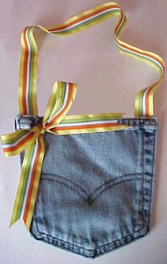 How to Make a Denim Pocket Purse - Uses for Old Jeans. Tutorial