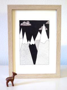 Affiche montagne noir et blanc (vendue sans la biche en plastique :/). Dessin by Yellow Paper Car. Découvrez plus d'illustrations sur l'eshop deco @bonjourbibiche ! #decoration #scandinave #illustration