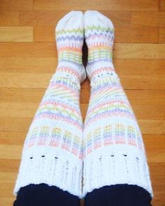 I finished my second pair of Anelmaiset and these are so sweet! Pattern available in Ravelry and the yarn is Novita 7 veljestä in white and marshmallow. Dancing On My Own, Ravelry, Socks, Pairs, Dance, Knitting, Pattern, Fashion, Hosiery