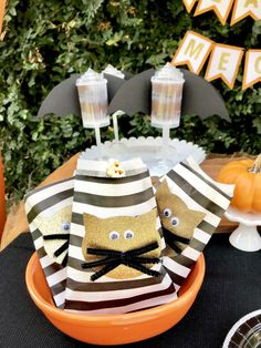 Lori G's Halloween / - Photo Gallery at Catch My Party Halloween Photos, Halloween Party Decor, Halloween Kids, Vintage Halloween, Fancy Party, Diy Party, Party Favors, Party Ideas, Vintage Children