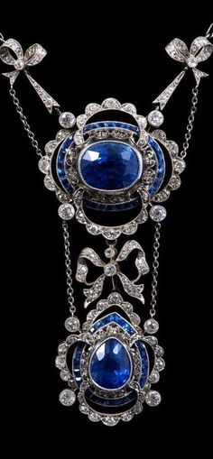 Fine early twentieth century Belle epoque sapphire and diamond necklace, the principle oval mixed cut cornflower blue sapphire estimated to weigh approximately 8.66 carats.