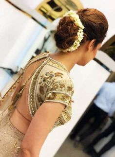 new Ideas for indian bridal hair style signs Saree Hairstyles, Low Bun Hairstyles, Indian Wedding Hairstyles, Bride Hairstyles, Trendy Hairstyles, Indian Hairstyles For Saree, Beautiful Hairstyles, Bridal Hair Buns, Bridal Hairdo
