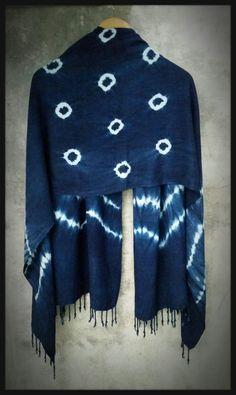 Scarf shibori indigo.100% cotton by. saruda kantawong.(ศรุดา กันทะวงค์) ออกแบบลายผ้ามัดย้อม และสอนมัดย้อมสไตล์ชิโบริ โทร.092-3969644 FB. saruda katawong