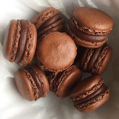 Ganache Chocolat Macaron, Macarons, Health Dinner, Edible Art, Food Photo, Biscuits, Food Hacks, Cravings, Deserts