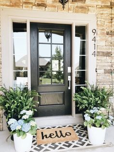 50 Stunning Spring Porch Decorating Ideas Hydrangeas & ferns for a simple and beautiful front porch Front Porch Makeover, House With Porch, House Front, House Exterior, Summer House, Exterior Design, Front Door, Farmhouse Front, Spring Porch Decor