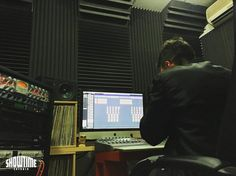 Aquí @realnousnizzy llevándose las manos a la cara escuchando el resultado del tema que hemos grabado hoy. No hacen falta más palabras.  [Contacta conmigo para grabar mezclar y masterizar tu single o proyecto underground o profesional a través de http://ift.tt/1OqKLY7 o en www.BigHozone.com]. #nousnizzy #showtimeestudio #grabacion #mezcla #masterización #mastering #rnb #rnbespañol #rap #hiphop #rapespañol #hiphopespañol #musicaurbana #urban #musica #music #bighozone #estudio #malaga #cubase