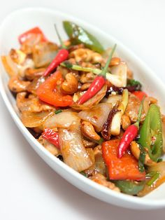 Thai cashew nut chicken > The recipe on our blog ! >> http://www.liesja.com/2014/11/thai-kitchen-poulet-noix-de-cajous.html