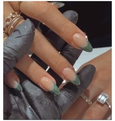 Simple Acrylic Nails, Best Acrylic Nails, Acrylic Nails Green, French Tip Acrylic Nails, Winter Acrylic Nails, Acrylic Nails Almond Short, Rounded Acrylic Nails, Green Nail Art, Almond Nails French