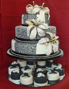 Black and White Wedding Party Theme Decoration and Accessories
