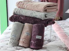 A Decore Enxovais apresenta linhas especiais de toalhas em gramaturas e tamanhos diferenciados, com alto poder de absorção. Todos com uma durabilidade incrível e um toque de maciez, prolongando a sensação de bem estar e relaxamento.    Decore Enxovais l Sua casa mais feliz!