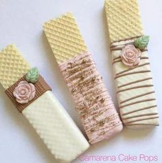 Kate Spade inspired wafer cookies are for a bridal shower! Wedding Day Cake Bridal Shower For 2019 Not the pink flower Candy Table, Candy Buffet, Birthday Cake Decorating, Cookie Decorating, Cake Birthday, Birthday Table, Girl Birthday, Decorating Ideas, Kreative Snacks