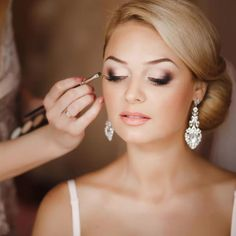 How To Do Makeup at Home for a Party? Bridal Makeup Tips For The Best Wedding Makeup Natural Look. Homemade Remedies for Bridal Makeup. Bridal Makeup For Blondes, Bridal Hair And Makeup, Wedding Hair And Makeup, Hair Makeup, Bridal Makeup For Blue Eyes Blonde Hair, Makeup For Brides, Wedding Makeup Blonde, Wedding Makeup Tips, Natural Wedding Makeup