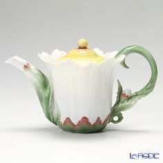 Franz Collection Oxeye Daisy flower design sculptured porcelain teapot with cover FZ00996