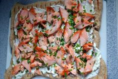 Pizza with salmon, olives and herbs Traeger Smoked Salmon, Smoked Salmon Pizza, Smoked Fish, Traeger Recipes, Grilling Recipes, Pizza Recipes, Fish Recipes, Traeger Pizza, Gravlax Recipe