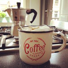 Perfect coffee in the making. Gotta love lazy Sunday's!! #coffee #cappuccino #koffie #butfirstcoffee #priorities #goodmorning #organic #bialetti  #caffeinefix #homemade #home #homesweethome #buenosairesmemories #buenosaires #perfectsunday #metime #relax #lifeisgood #sunday #sundayfunday #amsterdam #amsterdamoudwest #oudwest #oldwest #amsterdamoldwest By @soulsurfers_fem