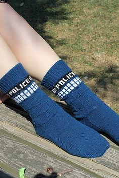 Tardis socks - we've just had a 6 week or so marathon of watching Dr Who from the very first episode of the new series to the movie (I think it was 7 years' worth). Gotta make these for my Who-mad kids! Loom Knitting, Knitting Socks, Free Knitting, Knitting Patterns, Crochet Patterns, Knit Socks, Crochet Tardis, Knitting Projects, Crochet Projects
