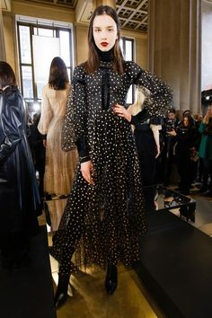 View the complete Jill Stuart Fall 2017 ready-to-wear collection.