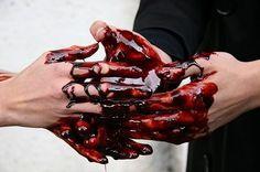 http://1.bp.blogspot.com/_MwACklcy3xc/SkmQrsJ_GVI/AAAAAAAAAv8/AFL6EAzp0pM/s400/macbeth_blood.jpg